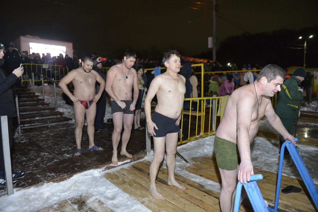 Крещенские купания в парке: ФОТО