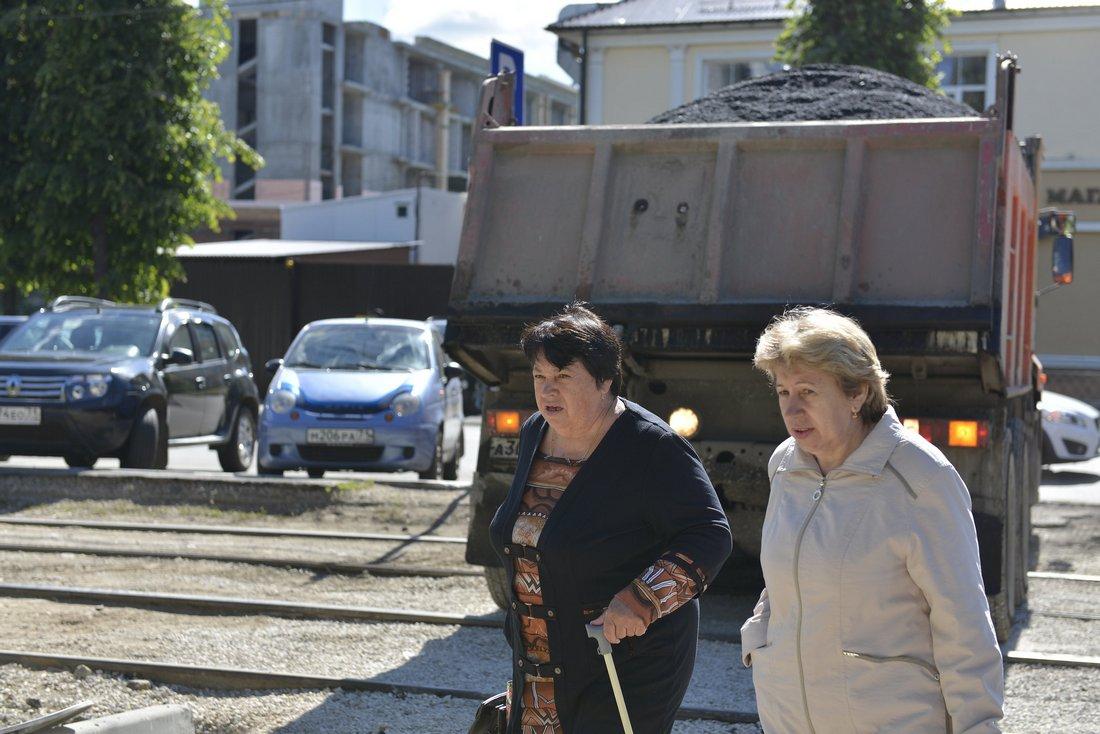 Работы по благоустройству на улице Жаворонкова: ФОТО