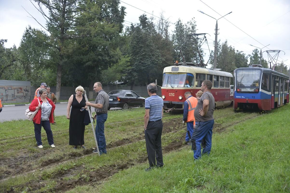 На Станиславского трамвай сошел с рельс: ФОТО