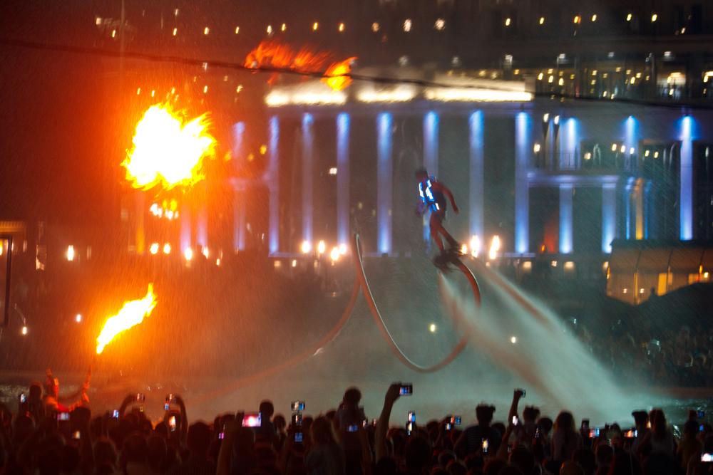 Тулякам показали пиротехническое шоу летающих людей