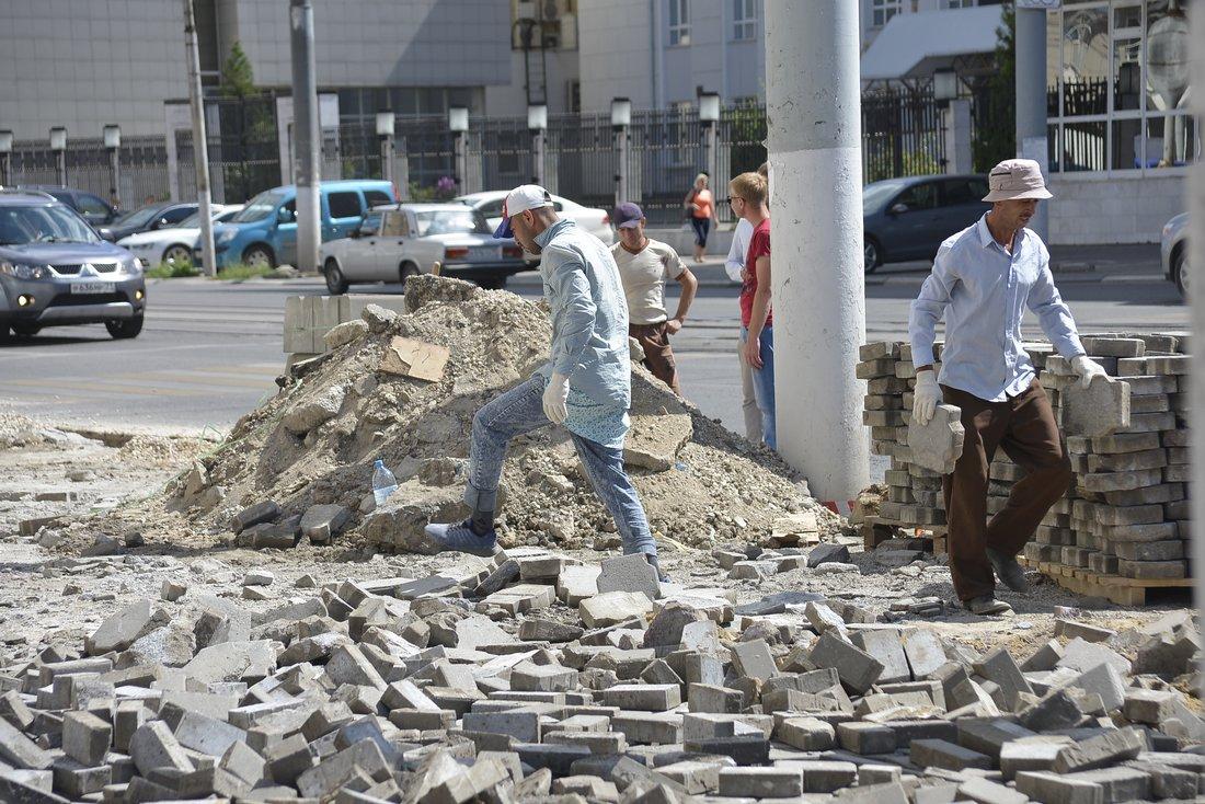 Замена тротуарной плитки на Советской: ФОТО