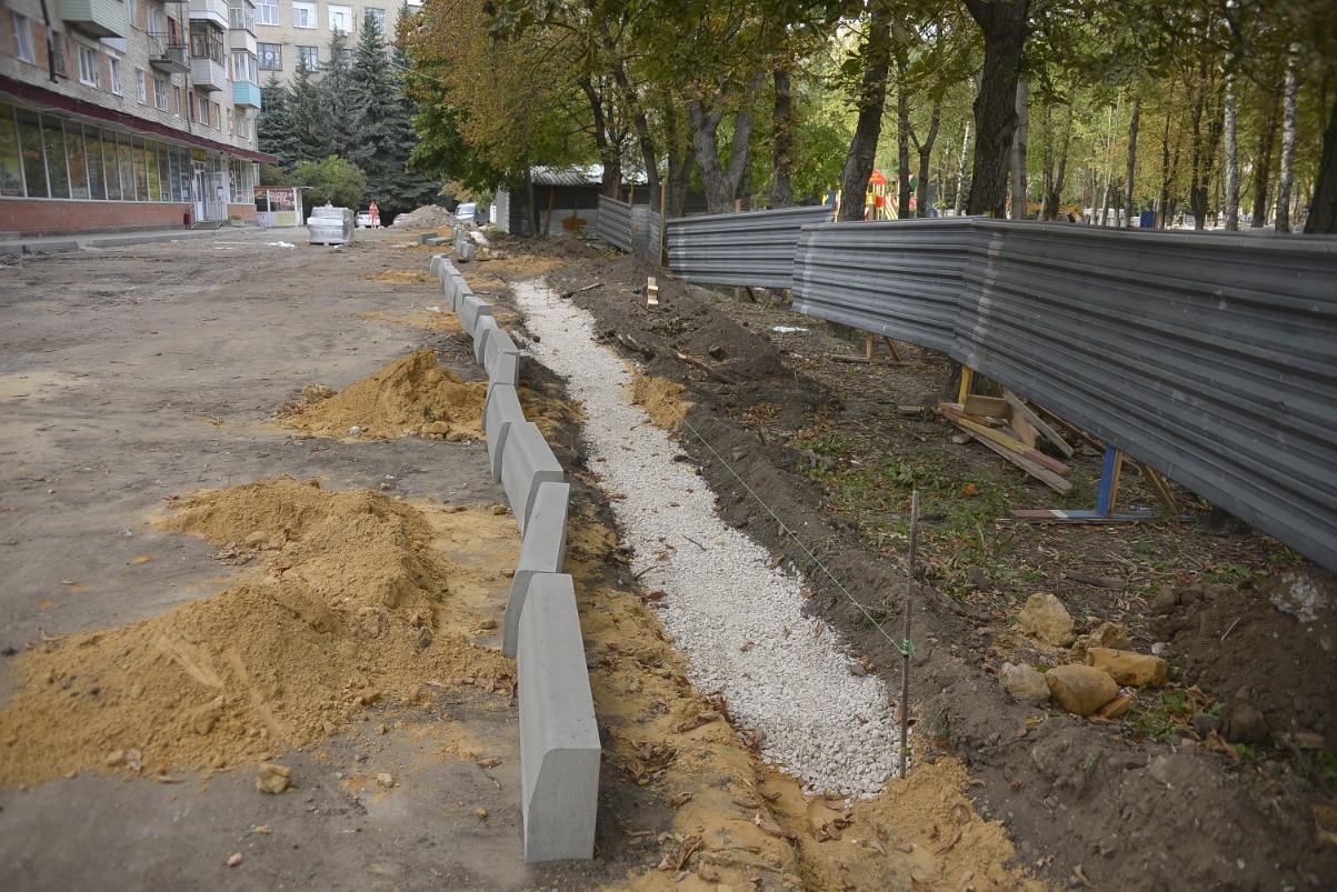 """Реконструкция сквера у ТОЦ """"Магистраль"""": ФОТО"""