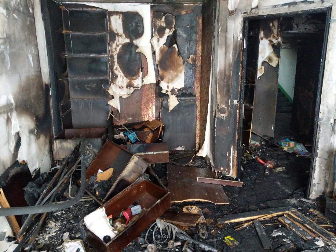На Зеленстрое выгорела квартира: ФОТО