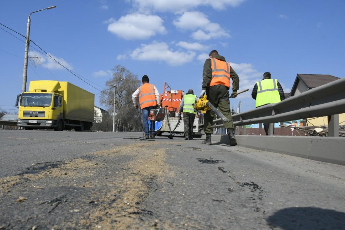 Заделка дорожных трещин: ФОТО
