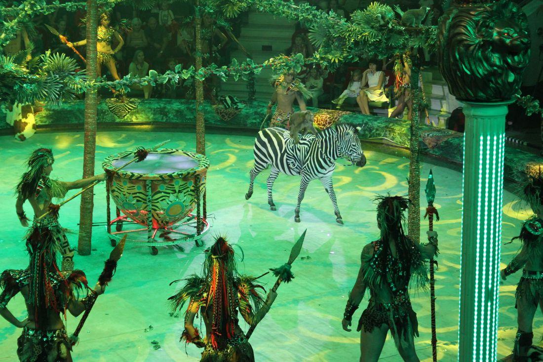 С Международным днем цирка!