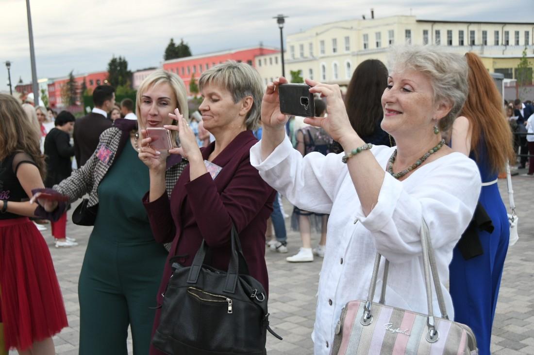 Опен Эйр для выпускников на Казанской набережной: ФОТО