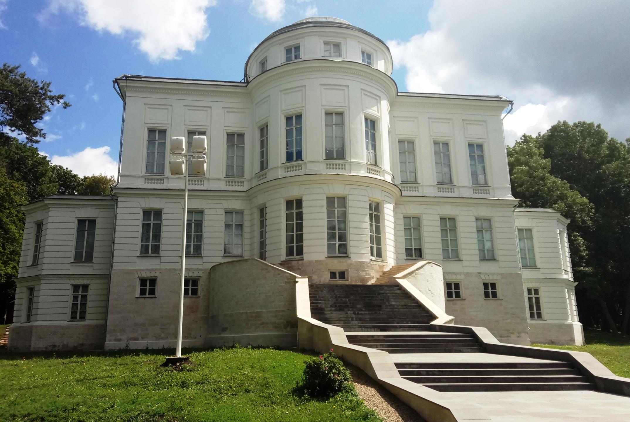 Богородицкий дворец-музей. вид с запада.jpg