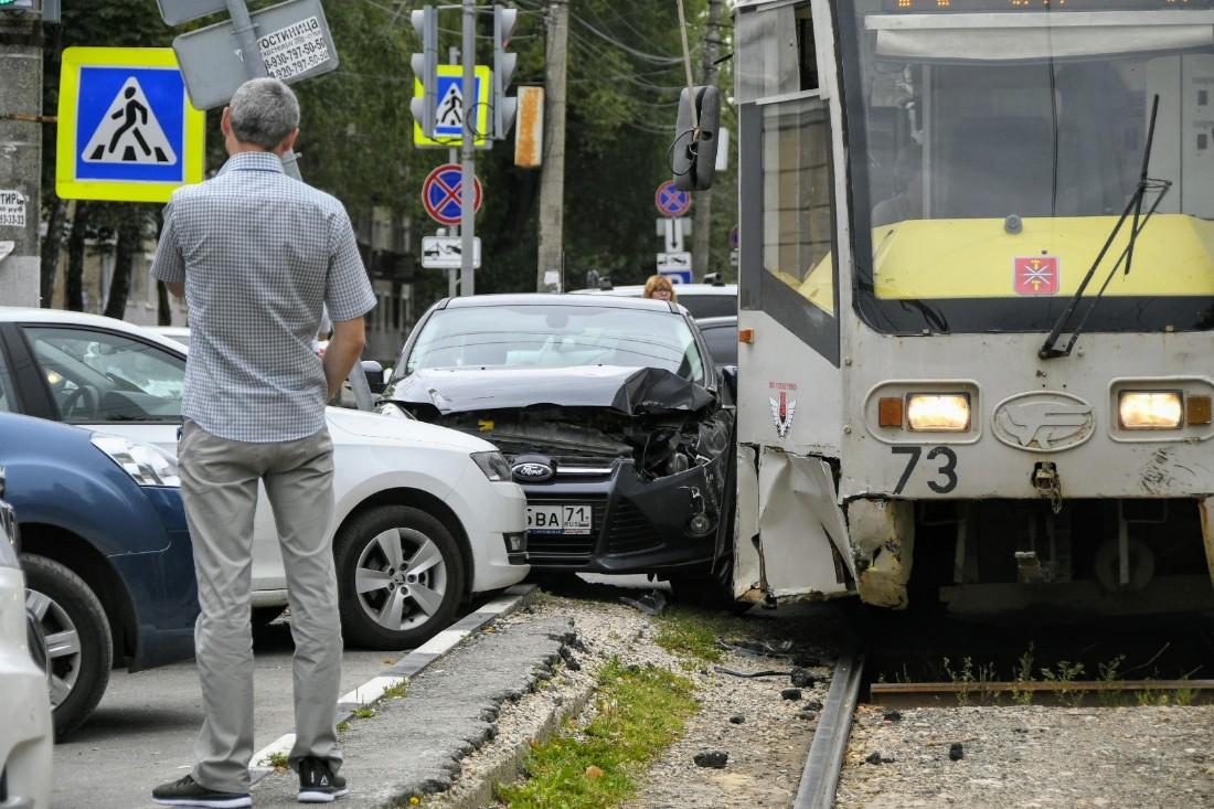 ДТП с трамваем: ФОТО