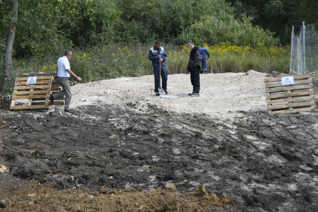 Ликвидация последствий экологической аварии в Комарках: ФОТО