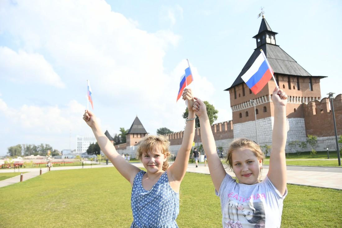 Туляки празднуют День флага: ФОТО