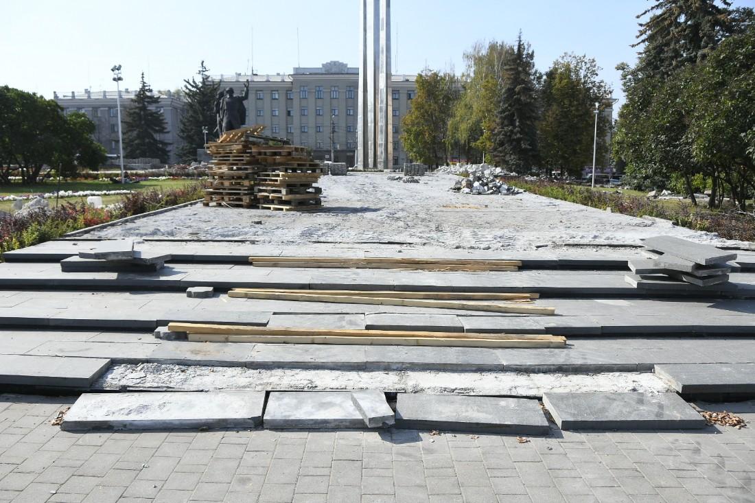 Ремонт площади Победы: ФОТО
