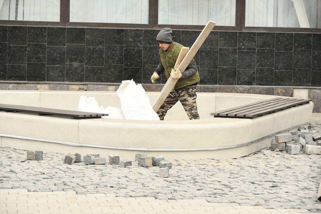 Работы в сквере у Главпочтампта: ФОТО